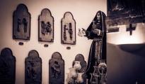 CORONAVIRUS/ Cerimonia a porte chiuse nella chiesa di San Domenico, in rappresentanza dei medici il primario di Pneumologia del Moscati, ha deposto il primo dei 7 ceri ai piedi della statua dell'Addolorata