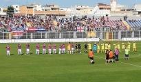 CALCIO / Il Taranto centra il riscatto nel derby col Casarano. Genchi prima segna e poi si fa espellere ma i rossoblù portano a casa tre punti meritati