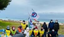 DOMENICHE ECOLOGICHE/ La squadra di Assonautica al lavoro, grandi pulizie sulla spiaggia di Praia a Mare