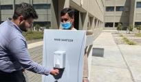 LA POLEMICA/ Azienda usa un dipendente come distributore di disinfettante