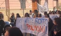 """Fridays for future /  Grande la partecipazione degli studenti   """"Salviamo Taranto per salvare il pianeta!"""""""