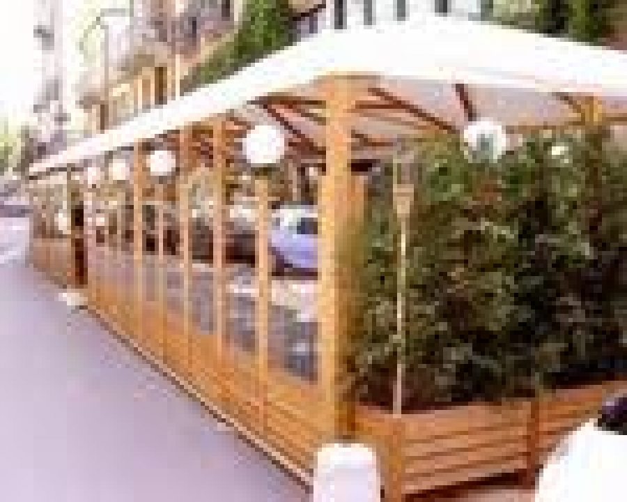 Giornale di taranto dehors spazi esterni di bar e for Arredi esterni per bar e ristoranti