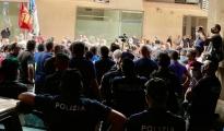 """LA MANIFESTAZIONE/ Lavoratori  ex Ilva al prefetto di Taranto """"questo documento ha il peso di operai, famiglie, cittadini, non si disimpegni"""""""